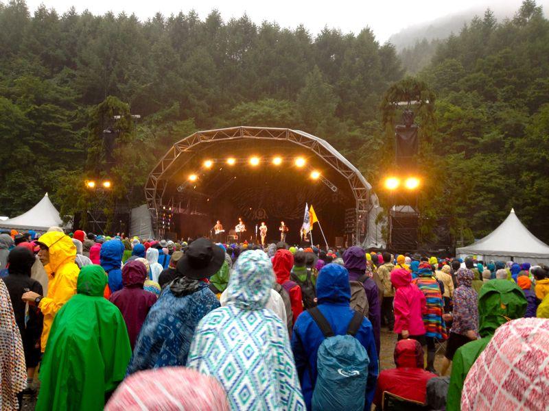 雨でも熱いステージ